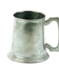 Tennstop, ölsejdel - tennsejdel stämplad och tillverkad Best English Pewter tidigt 1900-tal, vintage beer tankard - stein. Tillhört och märkt sterbhuset 320203-0676. Fint skick. Dimensioner; 9 cm hög, 9 cm diameter.