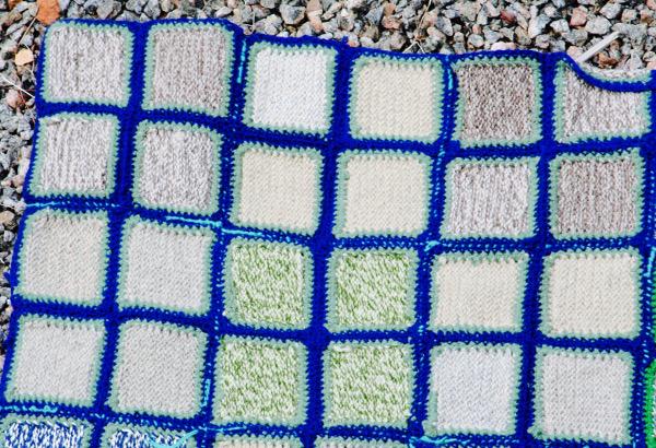retrocrafts_textil_mormorsplad_filt_quilt_mormorsrutor_ylle_detalj_horna_170145