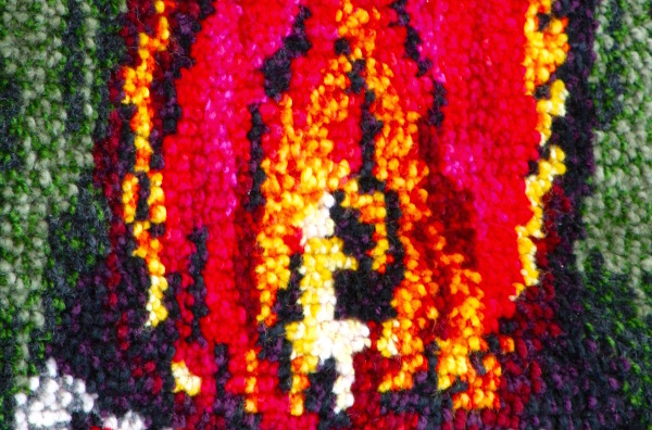retrocrafts_textil_ryamatta_ull_blomma_rod_gul_lila_gul_svart_huvudbild