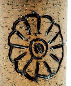 Keramikvas - Laholm drejad stengods blomma 1960-tal detalj blomma