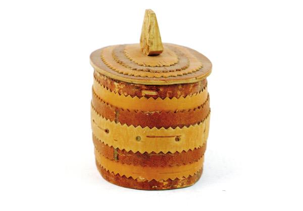 Näverburk – oval med lock och trähandtag sida