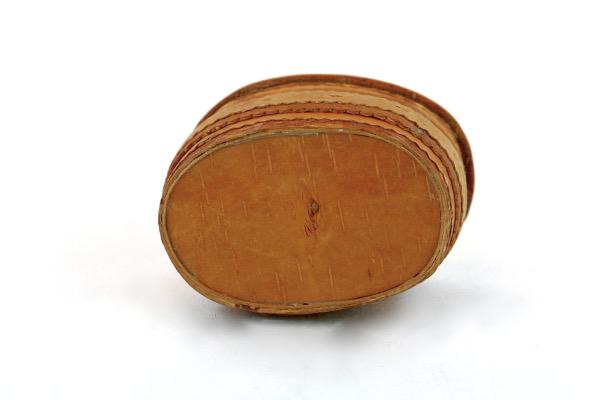 Näverburk – oval med lock och trähandtag detalj undersida