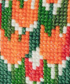 Väggbonad - Broderade tulpaner av yllegarn detalj tulpaner