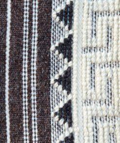 Hemvävnad - Duk, hänge av ullgarn och bomullsvarp detalj framsida och meander bård