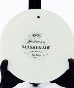 Väggplakett Björn Wiinblad – Månadstallrik februari 'Maskerade' baksida