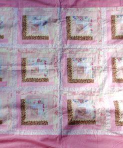 Lapptäcke – Retro quilt rosa nyanser och blommor helhet