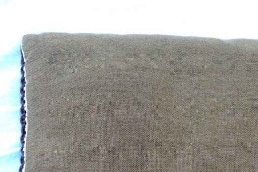Broderad kudde - Korsstygn grafiskt dekorativt kors detalj baksida