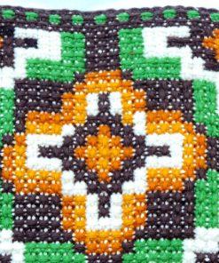 Broderad kudde - Korsstygn grafiskt dekorativt kors