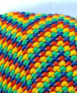 Broderad kudde – Korsstygn zig zag-mönster i regnbågsfärger hörna