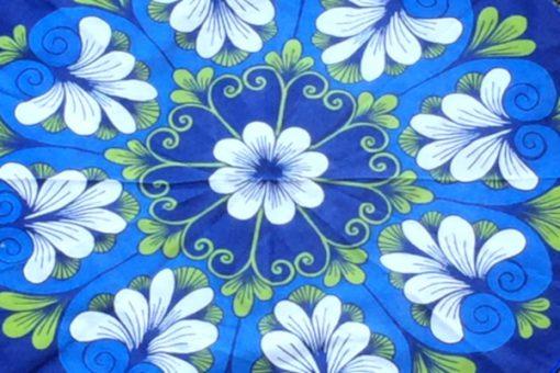 Retrotextil – Rund duk Almedahls bla blomma detalj framsida