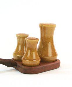Teak - Kryddställ med keramikströare Made in Sweden sida