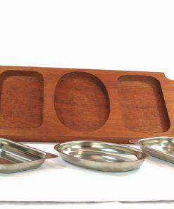 Teakbricka – Bricka med tre rosfria skålar framifran