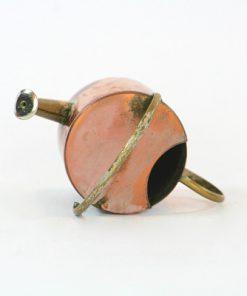 Kopparminiatyr – Vattenkanna av koppar med mässingspip oppning
