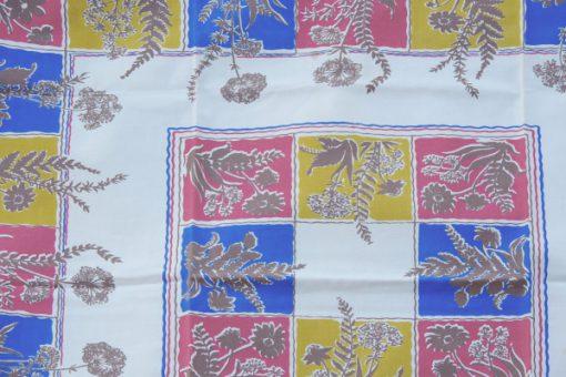 Retrotyg – Duk med ram av rutor & blommor 1960-tal detalj framsida