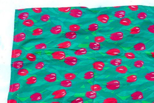 Retrotyg – Röda tulpaner tryckt bomullstyg 80-tal kant