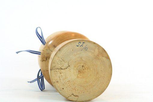 Blockljusstake – Svarvad ljusstake av rotbjörk av SE/73 signatur