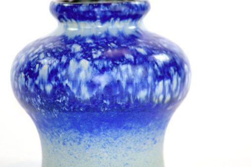 Strehla 1439 – Keramikvas fint melerad kobolt blå detalj