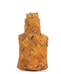 Naverplunta dosa, flaska med hatt av flatad bjorknaver helhet