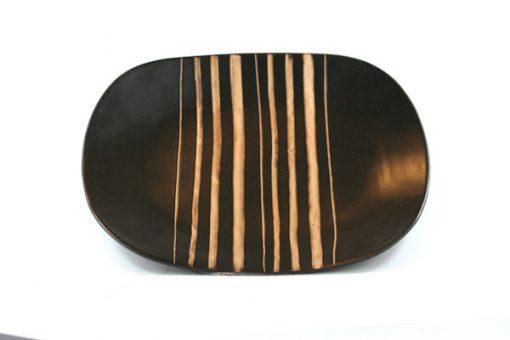 Keramikfat – Randigt ovalt retrostil svart och vitt helhet