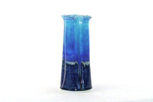 Dorte Visby blå keramikvas för Galleri Visby DK helhet