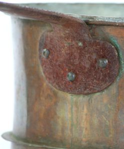 Antik stor kopparkastrull handsmitt janhandtag detalj faste