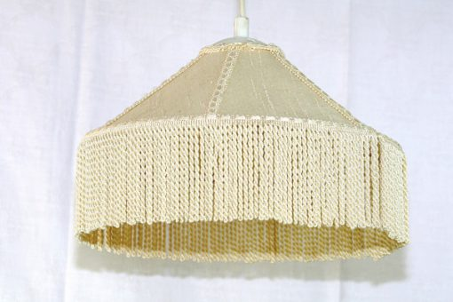 Taklampa med fransar - Cremevit textilskärm kantband helhet
