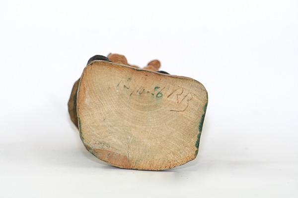 Trägubbe – Snidad träskulptur av signatur RB