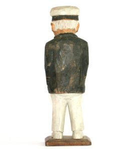 RB Tragubbe – Sjokapten traskulptur snidad sailor rygg