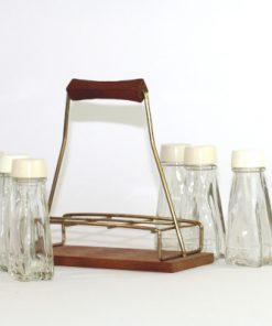 Kryddstall av teak - rostfritt stal och sex glasflaskor helhet stallningen