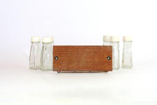 Kryddstall av teak - rostfritt stal och sex glasflaskor helhet undersida