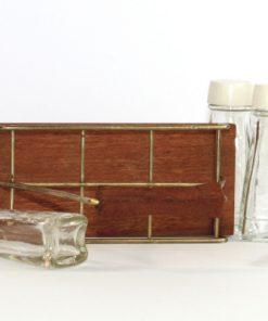 Kryddstall av teak - rostfritt stal och sex glasflaskor ovansida