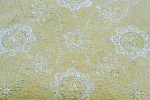 Broderad kudde med blomkransar oliv-stramalj tidigt 1900-tal detalj