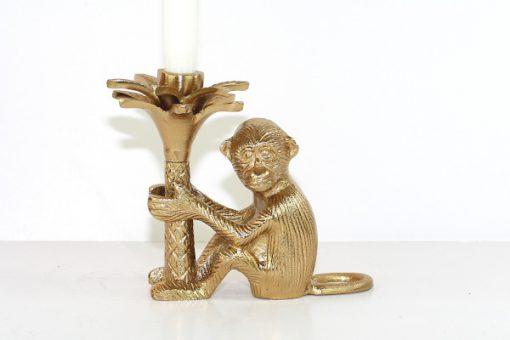 Apa som haller i en palm - Massings-figurin och ljusstake helhet