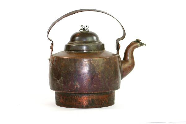 Kopparpanna antik – Kaffepetter med piplock och nitar