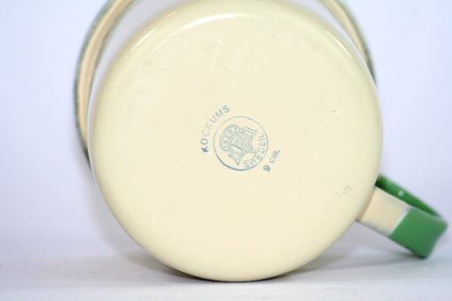 Kockums emaljmugg - Cream Lux mugg 9 cm detalj stampel