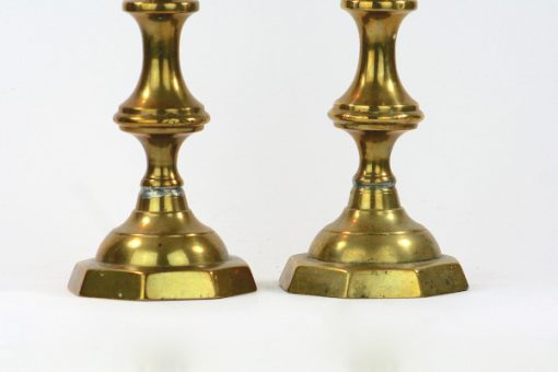 Massingsljusstakar nyrenassans-stil tva stycken hoga detalj tennlodning