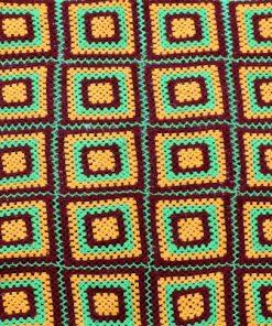 Mormorsfilt - Quilt av ull virkade mormors-rutor detalj hantverk