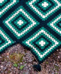 Mormorsfilt - Quilt ull virkade diagonal-rutor med tofsar detalj tofsar