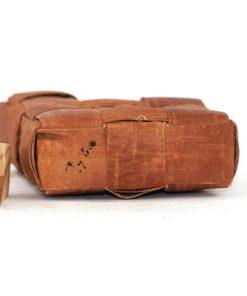 Bilden visar näverdosa näverflaska snus-pung av flätat näver träplugg undersida
