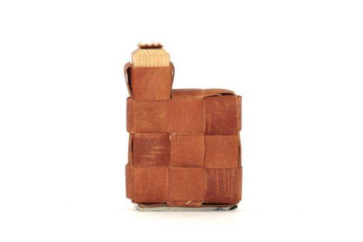 Bilden visar näverdosa näverflaska snus-pung av flätat näver träplugg helhet