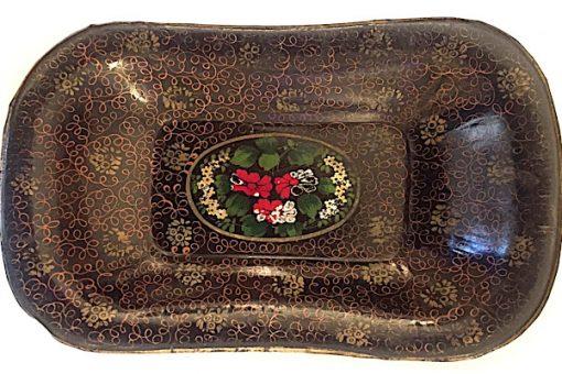 Bilden visar Antik svart plåtbricka bemålad blommor guld - 1800-tal helhet