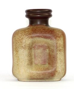 Bilden visar Steuler Keramik vas 442/15 med rundad fyrkant sand baksida