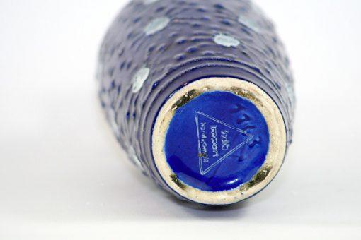 Bilden visar Strehla Keramik 1163 vas – Fat Lava 1960-tal GDR undersida