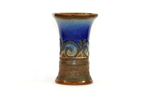Bilden visar Strehla Keramik 1476 vas – Fat Lava GDR 1970s helhet