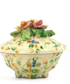 Bilden visar ITALY Capodimonte blomask skrin majolika – Trinket box