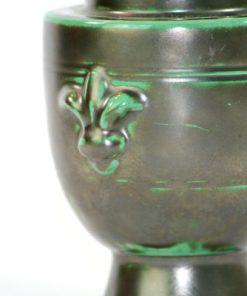Bilden visar Ekeby vas 40 Harald Östergren grön 2653 Art déco detalj fransk lilja