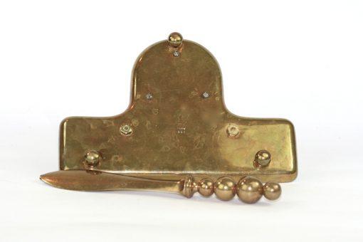 Bilden visar Gusum - Skrivställ med bläckhorn och brevkniv mässing undersida