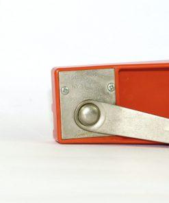 Bilden visar Röda Clara konservöppnare - Sigvard Bernadotte - NilsJohan vevstyck