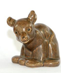 Bilden visar Björn figurin av Anita Nylund Syco Keramik 5005