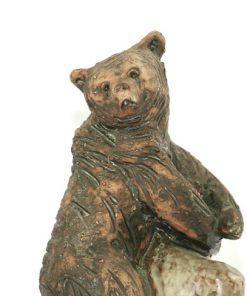 Bilden visar Björn – Tilgmans keramik skulptur på klippa Harry Tilgman detalj huvud